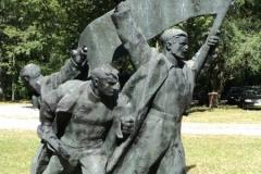 Spomenik_ustanku-Brezovica-–-kopija
