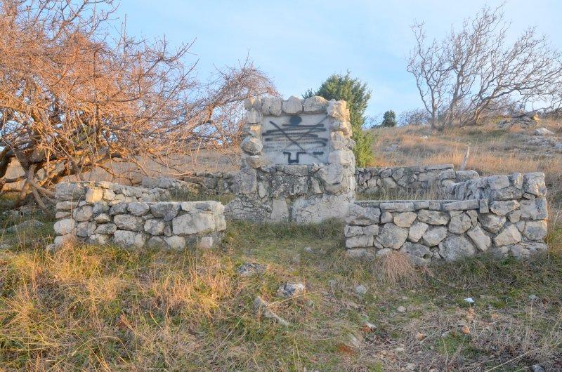 Konobe-spomenik-II.-POS-a-1